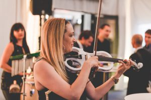 Geige und Percussion